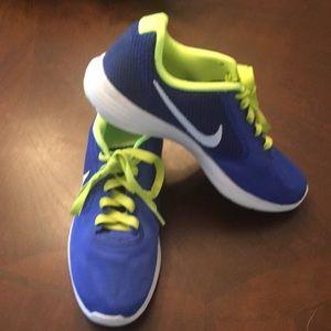 Nike Revolutions Running Shoes